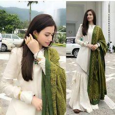 Best Trendy Outfits Part 33 Pakistani Fashion Casual, Pakistani Dresses Casual, Pakistani Dress Design, Indian Fashion, Dress Indian Style, Indian Dresses, Indian Outfits, Indian Attire, Indian Wear