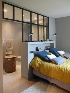Cool studio design for bedroom and bath area - EMPREINTE INTÉRIEUR
