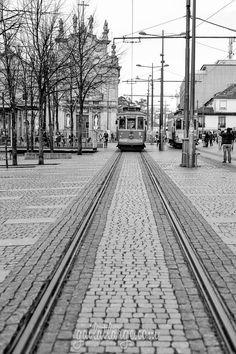 Tram 18 at Praça Parada Leitão, Porto