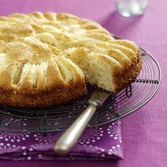 Perunajauhopohjainen omenakakku tarjoillaan haaleana. Marzipan, Cinnamon Rolls, Gluten Free Recipes, Apple Pie, Free Food, Lchf, Feta, Tart, Homemade