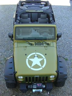 Green Jeep Rubicon with a star on the hood!! I likey... I wanty...