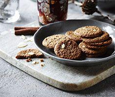 Det' sørme, det' sandt ... det er december! Og måneden for brunkager og skønne sprøde julegodter. #karenvolf #jul #brunkager