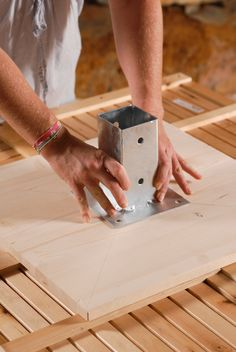 Créer une table de jardin Cinder Block Furniture, Log Furniture, Wood Planter Box, Wood Planters, Make A Table, Diy Table, Diy Wood Projects, Garden Projects, Garden In The Woods
