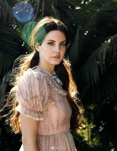 Songstress Lana Del Rey graces the July 2017 cover of Grazia France. Photographed by Hilary Walsh Atelier Management the Lust for Life singer gets her closeup in a floral embroidered dress and blooming earrings. Elizabeth Woolridge Grant, Elizabeth Grant, Queen Elizabeth, Grazia Magazine, Lana Del Ray, Lana Rey, Trip Hop, Corte Y Color, Lust For Life