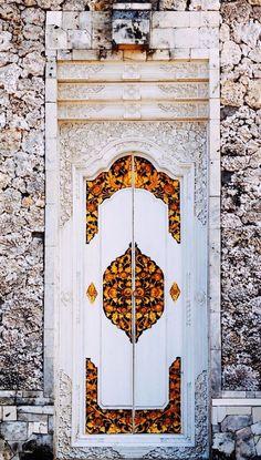 Decorated white door in Bali, Indonesia. Love the doors of Bali! Cool Doors, Unique Doors, The Doors, Windows And Doors, Grand Entrance, Entrance Doors, Doorway, Knobs And Knockers, Door Knobs
