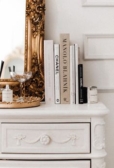A beautiful Parisian & Versaille themed bedroom makeover - J'adore Lexie Couture Gold Aesthetic, Classy Aesthetic, Aesthetic Room Decor, Room Ideas Bedroom, Bedroom Themes, My New Room, My Room, Parisian Room, Parisian Decor