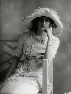 Phyllis+Le+Grand+by+Bassano%2C+1911.jpg (500×662)