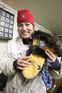 Moose hide mitts to Aliy Zirkle for being first musher in Grayling Bead Patterns, Sewing Patterns, South American Art, Beaded Moccasins, Fur Accessories, Nativity Crafts, Cultural Identity, Native American Beadwork, Preschool Ideas