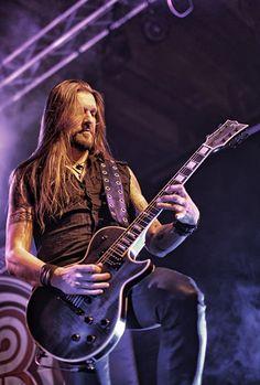 Amorphis slapp sitt nyeste album «Under The Red Cloud» i september i fjor. De har tatt med seg albumet ut på veien, og la turen innom Vulkan Arena i Oslo. Dette finske seksmannsorkesteret spiller melodisk progmetal, med innslag av folkmetal, og har holdt det gående siden 1990.