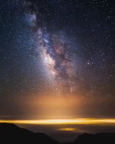 Beach Discover Milky way timelapse in Santa Barbara California One of my favorite views. The Milky Way gliding over a of This covers about hours of time and is made up of 500 photos. :) Music by Live Wallpaper Iphone, Galaxy Wallpaper, Beautiful Sky, Beautiful Pictures, Space And Astronomy, Hubble Space, Space Telescope, Earth From Space, Milky Way