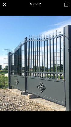 Amygens gate Grill Gate Design, House Main Gates Design, Fence Gate Design, Steel Gate Design, Front Gate Design, House Front Design, Wrought Iron Driveway Gates, Aluminium Gates, Front Courtyard