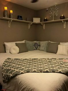 15 Bedroom Ideas For Small Rooms 2019 Corner Bed Design Pictures Remodel Decor and Ideas. I think i like this idea for a child's room. The post 15 Bedroom Ideas For Small Rooms 2019 appeared first on Bedroom ideas. Bedroom Layouts, Room Ideas Bedroom, Small Room Bedroom, Child's Room, Modern Bedroom, Bedroom Corner, Corner Headboard, Diy Bedroom, Master Bedroom