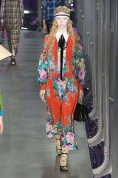 #DéfiléGucci #fashion #Koshchenets Défilé Gucci prêt-à-porter femme automne-hiver 2017-2018 18
