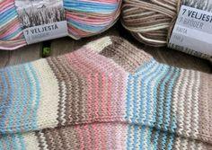 Vanuttunut Villasukka Warm Socks, My Socks, Cool Socks, Knitting Stitches, Knitting Socks, Knitted Hats, Crochet Chart, Knit Crochet, Stitch Patterns