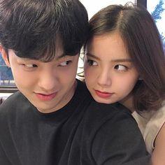 Resultado de imagem para korean couple ulzzang kiss on the forehead