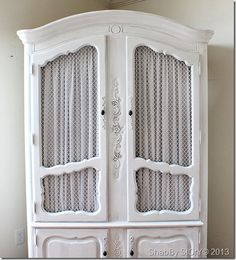 Super Ideas For Shabby Chic Kitchen Cabinets Diy Chicken Wire Shabby Chic Kitchen Cabinets, White Kitchen Cabinets, Stock Cabinets, Built In Cabinets, Shabby Chic Furniture, Painted Furniture, Furniture Redo, Furniture Ideas, Furniture Making
