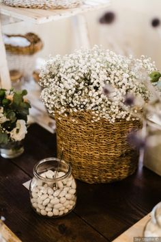 Confettata #matrimonio #nozze #sposi #sposa #confettata #confetti #bomboniere #tradizione #wedding #ricevimento Rustic Theme, Confetti, Candy, Bar, Table Decorations, Flowers, Wedding, Home Decor, Party