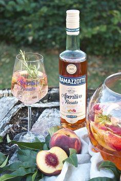 Erfrischende Pfirsich Bowle mit Ramazzotti Aperitivo Rosato von Sweets and Lifestyle