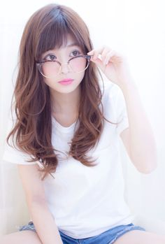 see jin oppa cuteness in my cute way Japanese Model, Beautiful Japanese Girl, Salon Style, Cute Beauty, Girls With Glasses, Cute Asian Girls, Love Hair, Hairstyles With Bangs, Beauty Women
