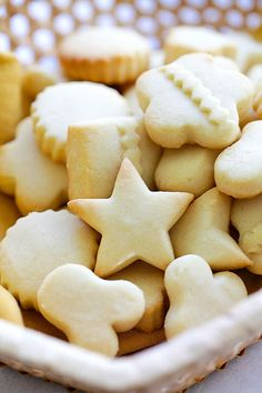 Festive melt-in-your-mouth butter cookies. Easy Delicious Recipes, Easy Cookie Recipes, Baking Recipes, Dessert Recipes, Yummy Food, Easy Recipes, Best Butter Cookie Recipe Ever, Butter Cookies Recipe, Butter Cookie Cutout Recipe