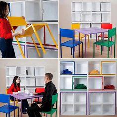 table gain de place et chaises assorties qui s'emboîtent dans une étagère murale