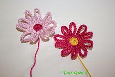 TANT GRÖN: Virka en midsommarkrans Ravelry, Crochet Earrings, Crochet Patterns, Floral, Flowers, Threading, Crochet Pattern, Crochet Tutorials, Royal Icing Flowers