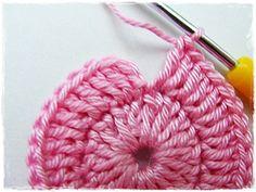 Fizule71: Háčkovaná čepička s obloučkovým lemem - postup krok za krokem, jak měřit a jak na rovný zadní šev Filet Crochet, Knit Crochet, Crochet Shoes, Loom Knitting, Merino Wool Blanket, Mittens, Crochet Projects, Diy And Crafts, Projects To Try