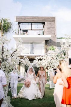 Alexa and Jake created a modern luxe all-white wedding at Noku Beach House in Seminyak, and it was seriously magic! Bali Wedding, Our Wedding, Destination Wedding, Bridesman, All White Wedding, Floral Hair, Newlyweds, Wedding Planner, Beach House