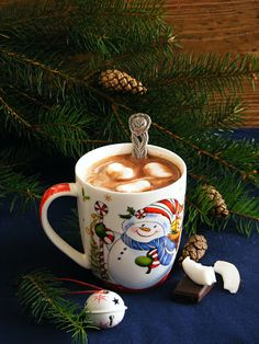 Good Morning Coffee, Christmas Drinks, Christmas Wallpaper, Winter Holidays, Cold Drinks, Hot Chocolate, Cocoa, Food And Drink, Tableware