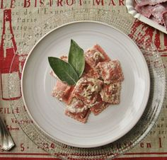 Non sto nella pelle. Oggi pranzo con i Ravioli del Casaro di Raviolevia. Sfoglia alla Barbabietola ripieno di caprino e radicchio trevisano. Li condisco con la mia salsa di noci #homemade Yummy!   Buon pranzo!  #lunch #pranzo #lunchtime #pranzoitaliano #pasta #ravioli #barbabietola #caprino #radicchio #raviolevia #love #food #foodlover #foodpassion #foodblog #cucinaitaliana #italianfood #instagood #instamoment #igersitalia #igersliguria by gliesperimentidimarygrace