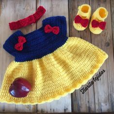 Newborn Girl Outfits, Baby Girl Dresses, Baby Dress, Crochet Baby Costumes, Crochet Doll Clothes, Baby Doll Furniture, Crochet Girls, Cute Baby Clothes, Baby Knitting Patterns