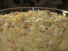 Przepis na sałatka z zupek chińskich jeszcze inaczej. Przyprawy z zupek chińskich rozpuścić w 1 szklance gorącej wody. Zalać pokruszony makaron, przykryć i zostawić pod przykryciem do ostudzenia. Calzone, Side Salad, Potato Salad, Oatmeal, Food And Drink, Rice, Menu, Vegetables, Cooking