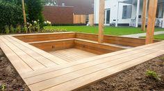 Het kan weer! een zitkuil in de tuin, gemaakt van hardhout in een strakke moderne landelijke tuin