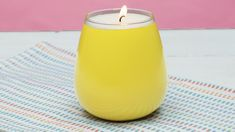 Bring the sweet grapefruit smell of SoulCycle home with this DIY candle! Bring the sweet grapefruit smell of SoulCycle home with this DIY candle! Best Candles, Soy Candles, Scented Candles, Diy Projects Videos, Craft Videos, Diy Candles Video, Velas Diy, Candle Craft, Candle Wax