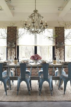 Dining Room with exposed brick, chandelier, retro chairs & farmhouse table. Küchen Design, Design Case, House Design, Interior Design, Book Design, Brick Interior, Design Ideas, Design Inspiration, Interior Photo