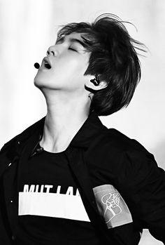 "Exo - Baekhyun ""When Chanyeol strokes him--- omg kms""Instagram: adoraklee"