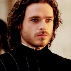 Marrying into aristocracy. Richard Madden as Cosimo di Giovanni de' Medici