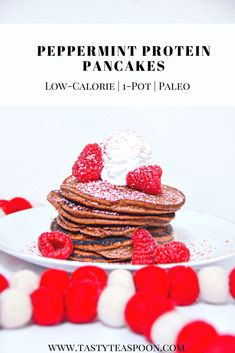 These Peppermint Protein Pancakes are made with no refined grains, no refined sugar, and loads of healthy proteins. Picky Toddler Meals, Kids Meals, Toddler Dinners, Toddler Lunches, Healthy Protein Pancakes, Vegan Butternut Squash Soup, Pancake Calories, Frozen Chicken Recipes, Baby Food Recipes