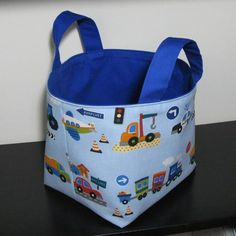 Organisation is the key to keeping rooms tidy, especially childrens rooms. Make a set of bright and cheery fabric baskets to manage toy collections. Sewing Hacks, Sewing Tutorials, Sewing Projects, Bag Tutorials, Sewing Ideas, Sewing Crafts, Craft Projects, Coin Purse Tutorial, Zipper Pouch Tutorial