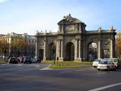 La Puerta de Alcalá, Madrid, España - DIC 2005. Fotografía por Walter Ávila