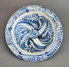 Topónimo: Toledo Materiales: Loza pintada Dimensiones: Diám. 31 cm Datación: Mediados del Siglo XVI