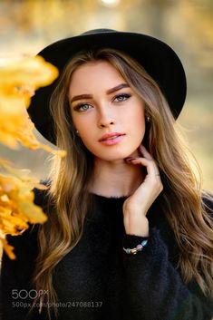 Beautiful Girl like Fashition Foto Portrait, Portrait Photography Poses, Photography Poses Women, Autumn Photography, Portrait Poses, Teen Girl Photography, Foto Glamour, Shotting Photo, Fall Portraits