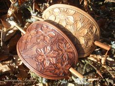 Made two hair brooches of natural tanned leather by Jeweleeches Vivian Hebing! Do you want to see more of my work, you can find me on Facebook, Youtube or Etsy too! On Youtube you can see my tutorial video's!