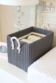Cute Storage Boxes from Old Boxes and Sweaters -Thrifty and Chic - DIY Projects and Home Decor Cute Storage Boxes, Cube Storage, Diy Karton, Alter Pullover, Diy Rangement, Storage Hacks, Storage Ideas, Storage Solutions, Organization Ideas