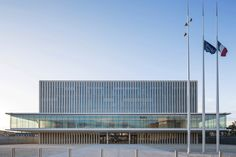 The new law courts of Caen in Northern France designed by Baumschlager Eberle communicate a clear message: transparency, stringent shape and essential architectural means.