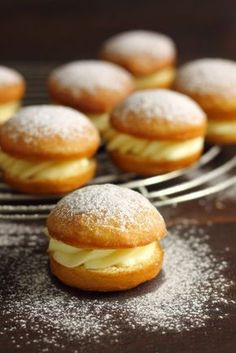 Goal - Italian Pastries, Pastas and Cheeses - Useful Articles Italian Donuts, Italian Pastries, Italian Desserts, Yummy Snacks, Delicious Desserts, Fancy Donuts, Sweet Recipes, Cake Recipes, Mother Recipe