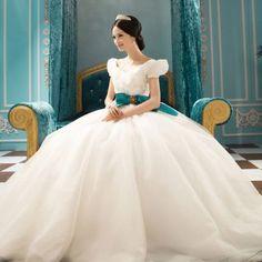 ふんわりまあるいお袖が可愛い♡パフスリーブのウェデングドレスが気になる*にて紹介している画像