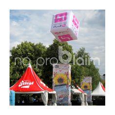 """Fesselballone Würfel / Heliumballone Würfel / fliegender Würfel - """"Puls4"""" ... Anfertigung aufblasbarer Werbeobjekte nach Kundenwunsch ... mehr dazu unter www.noproblaim.at Fair Grounds, Fun, Travel, Bowties, Viajes, Destinations, Traveling, Trips, Hilarious"""