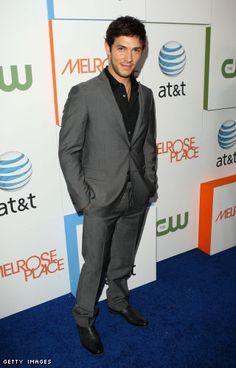 Love this look - grey suit, black shirt, no tie.   Fashion ...