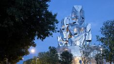 Iwan Baan has captured The Tower and its interiors, which was designed by architect Frank Gehry as the centrepiece of Luma Arles. Facade Architecture, Amazing Architecture, Van Gogh Paintings, Architectural Photographers, Philadelphia Museum Of Art, Frank Gehry, Vincent Van Gogh, Civil Engineering, Skyscraper